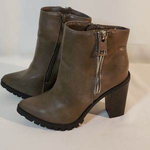Boots MOSSIMO.